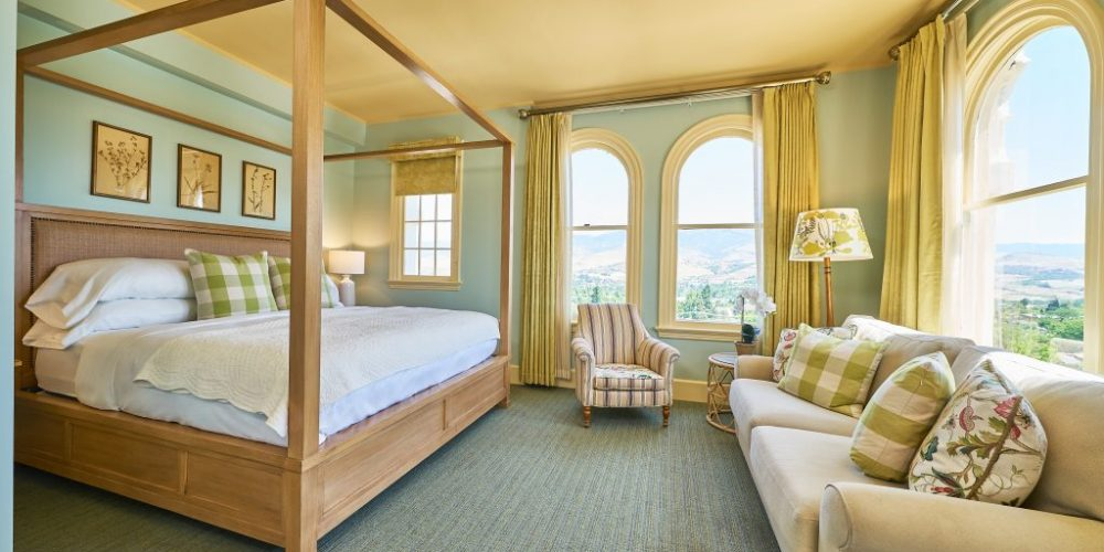 Our most exclusive, beautifully appointed deluxe guest room with one King size princess canopy bed can be found from the 7th floor up.View Room